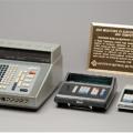 世界初の卓上電子計算機