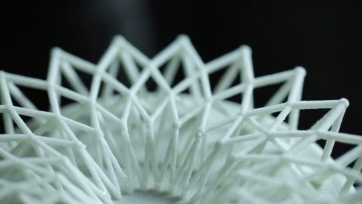 石膏パウダで3Dプリントされた繊細なモデル