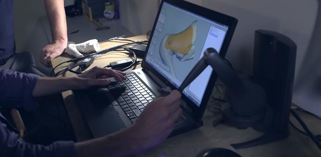 有機的な形を作れる3DCADフリーフォームを使いカバーを作成