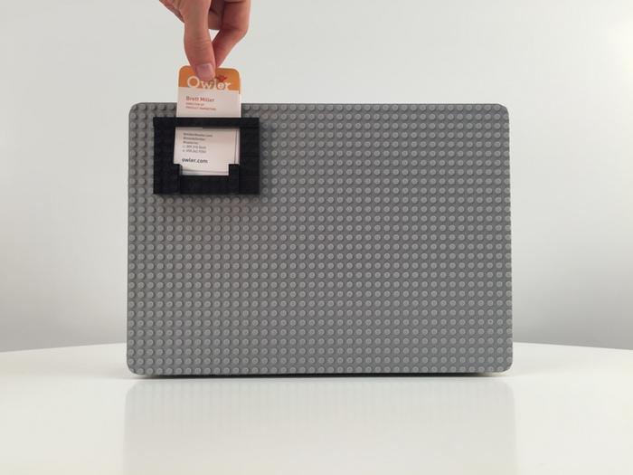 MacbookケースのBrik Caseにカードホルダーをつける