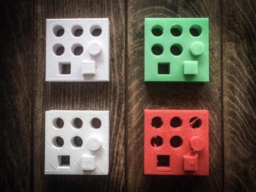 左上から「Replicator2(白)」「UP PLUS2(緑)」「ダ・ヴィンチ2.0 DUO(白)」「DS1000(赤)」