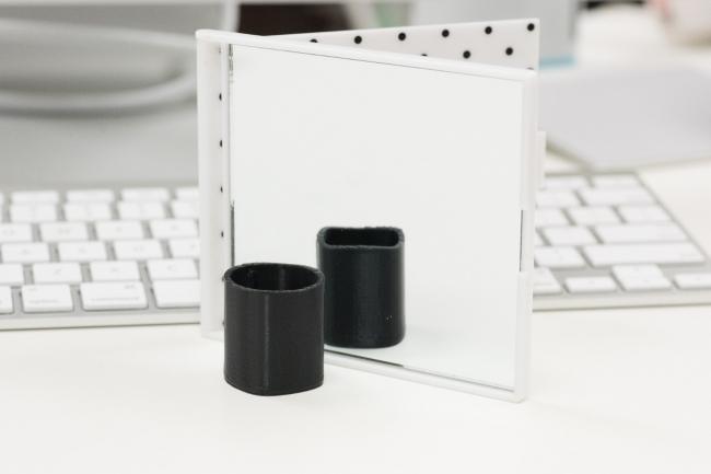 錯覚オブジェクト制作コースで作る見る方向によって見える形が変わるオブジェクト