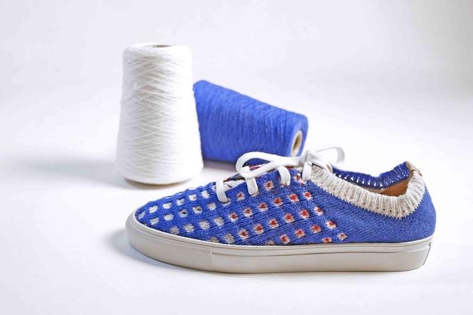 デジタルニット編み機で作った靴
