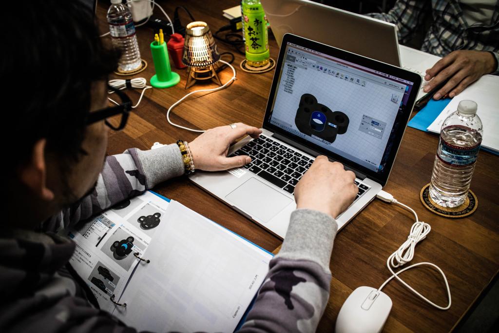 圧入して部品を止めるための、寸法を設計します。