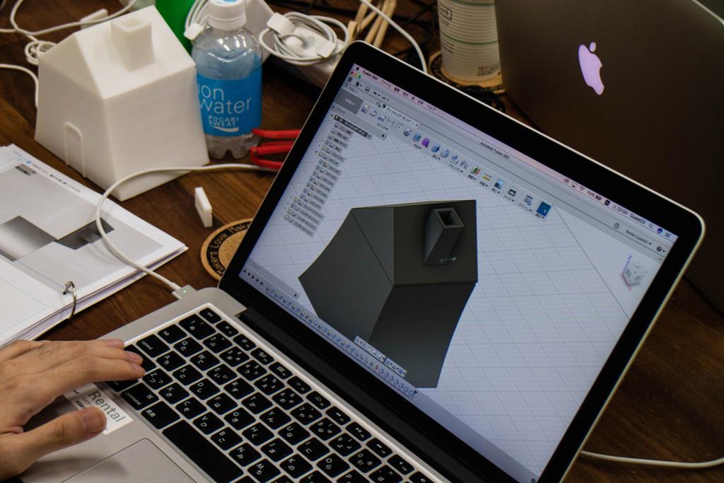 蓋とヒンジを組み合わせ、蓋が閉まる雑貨を作ります