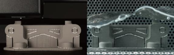 左:プリンターで積層  右:脱デバイダー(凝固剤)