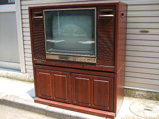 家具調デザインのテレビ