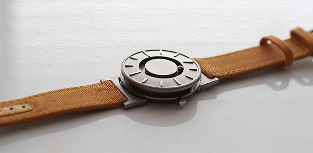 kickstarterで人気の時計2