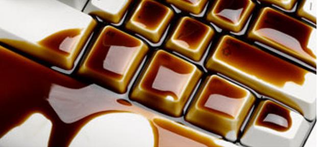 コーヒーをキーボードにこぼす