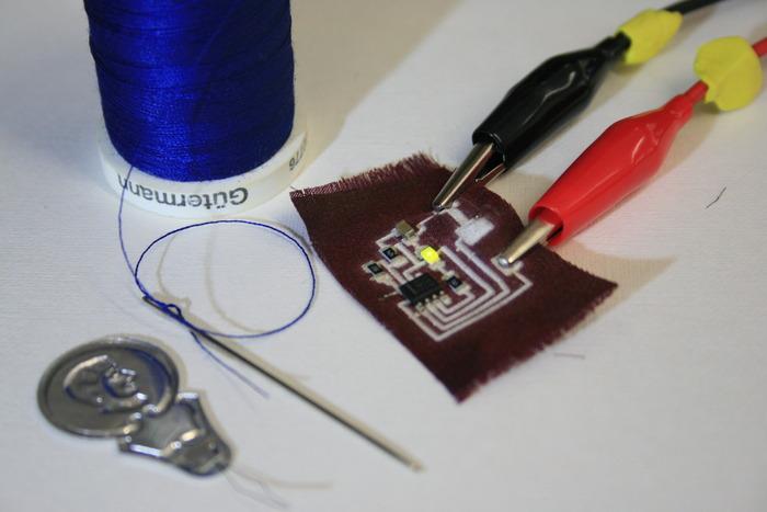 布に電子回路をプリント