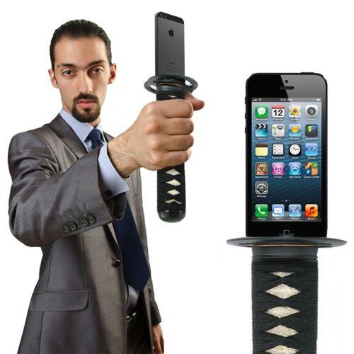 日本刀のiPhoneバッテリー
