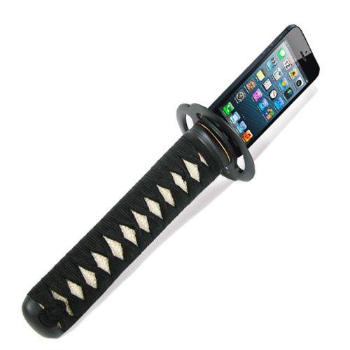 日本刀の柄になっているモバイルバッテリー