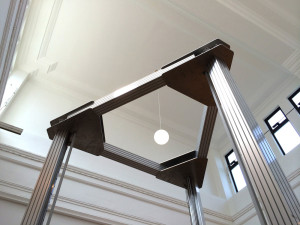 天井に届きそうな4メートルの3Dプリンター