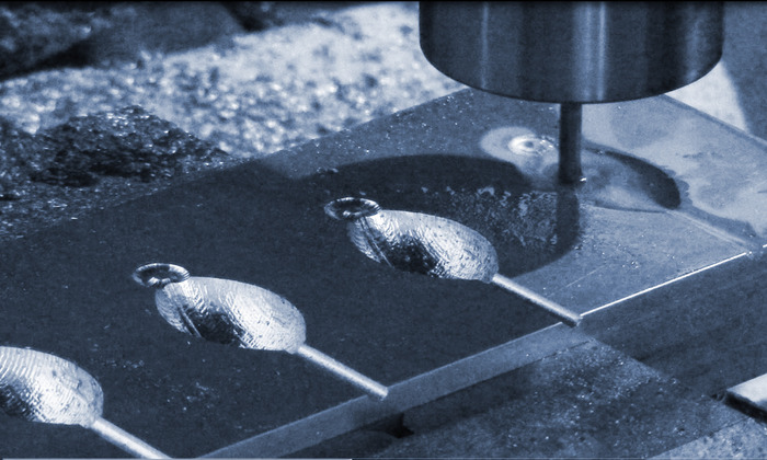 CNCを使った金型加工でフットボールの型を作る