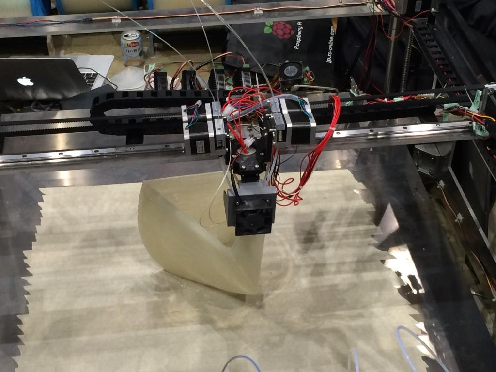 巨大3Dプリンターでのプリント風景