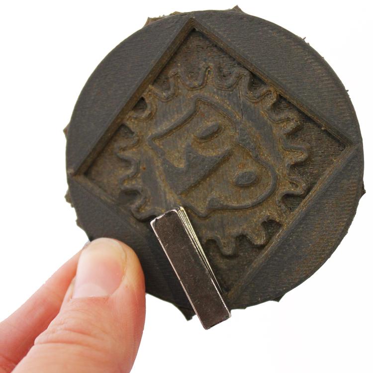 磁石にもなる3Dプリンター用フィラメント