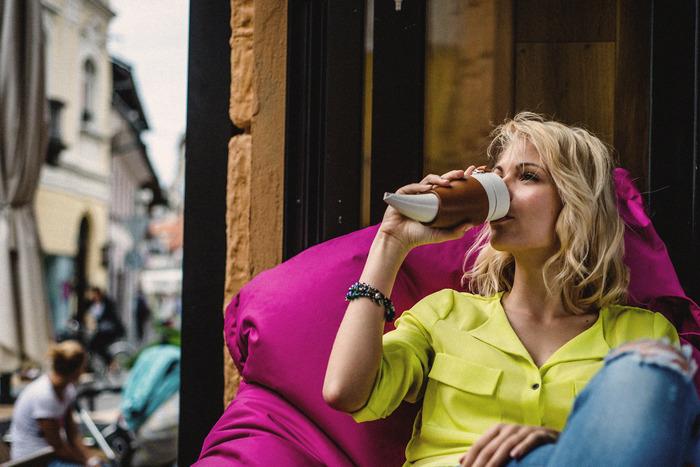 GOAT MUGでコーヒーを飲む