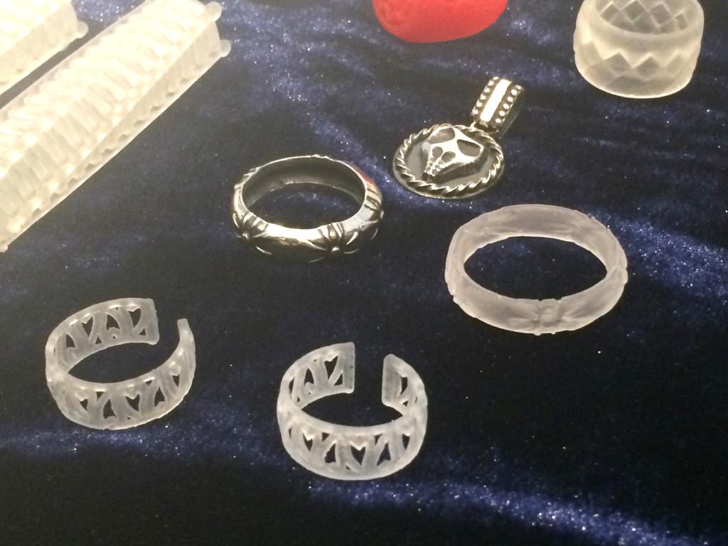 光学造形3Dプリンター ノーベルでアクセサリーを作成