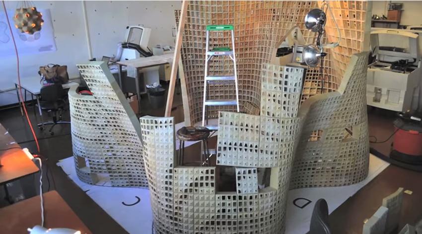 UCバークレーの3Dプリンターハウスの建築中風景