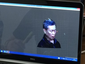 3Dスキャンが完了したデータ。頭の上の部分が欠けていますね