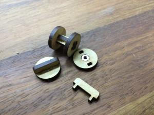 回転軸やネジの埋め込みなども、ボンドを使わないで可能