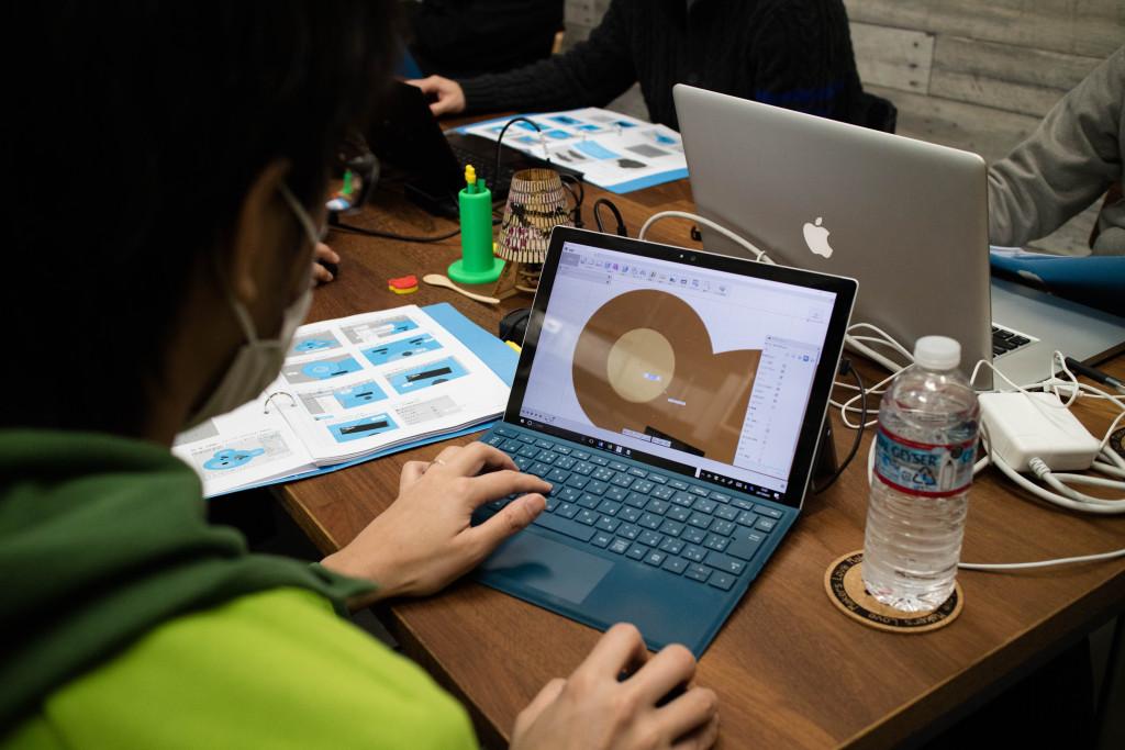 イラストを下敷きに3Dモデルを作る