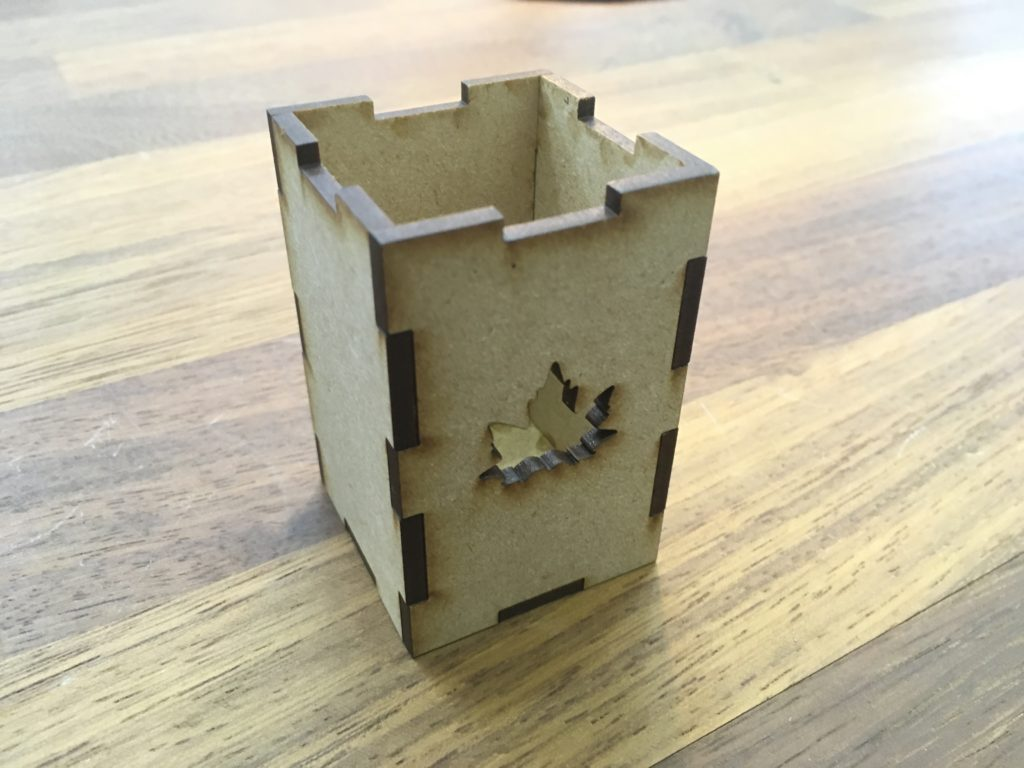 レーザーカッター でよくみる四角い箱