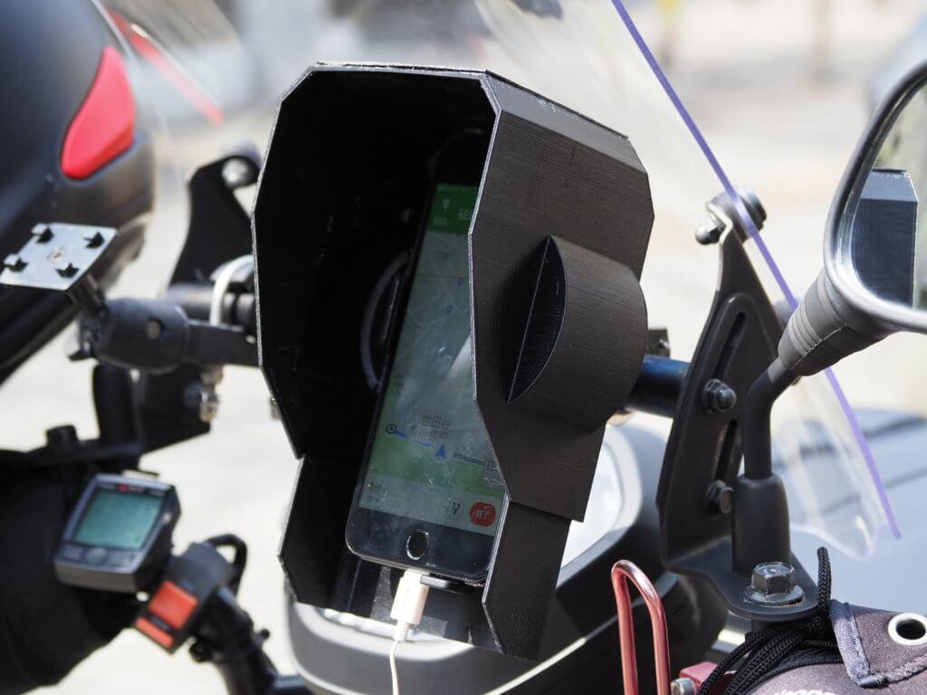 バイク用スマートフォンホルダーの遮光・防雨フード