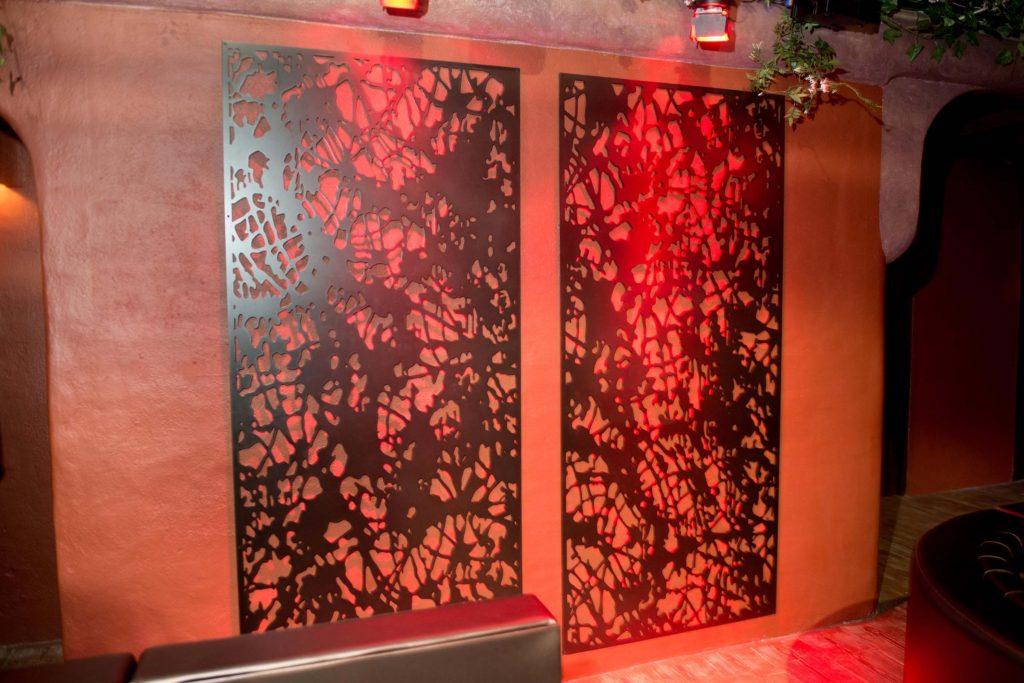 レーザーカットの壁面装飾 出典:milesandlincoln